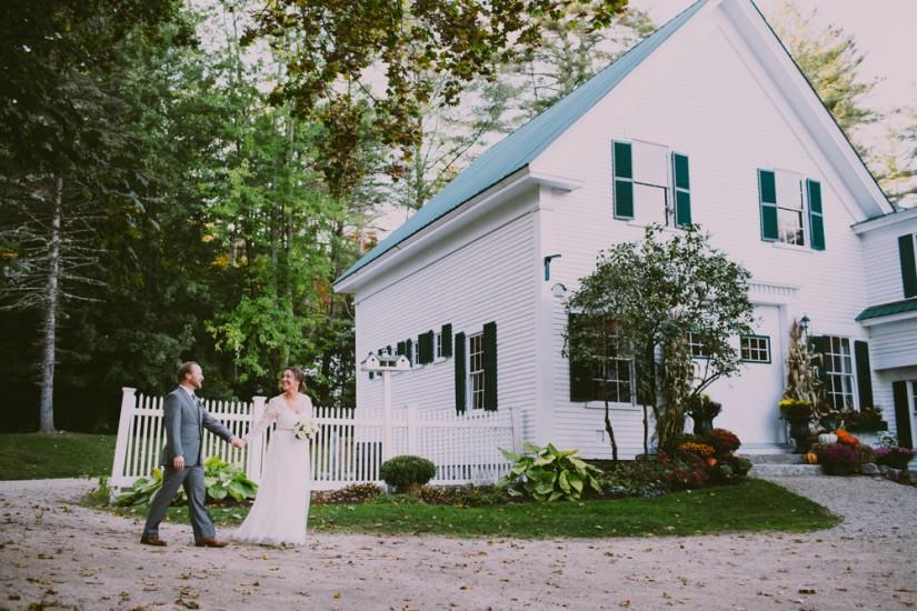 Maine barn wedding of heidi kyle maine barn wedding venue for Wedding venues in maine