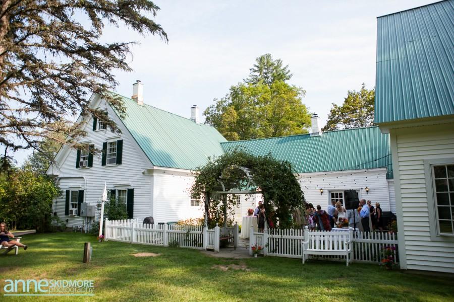 Byrdie & Damon Summer Barn Wedding Photo Gallery
